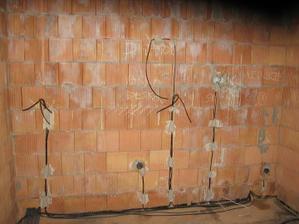 elektroinstalace v kuchyni (už se těším, až si upeču doma první medovník)