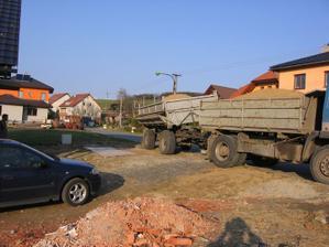 návoz písku na stavbu (cca 14 m3)