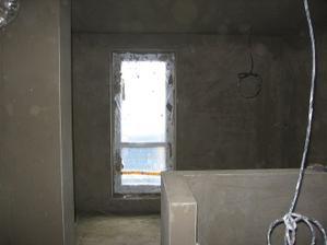 Pátek - zahrubované celé podkroví v 1.NP chybí koupelna a spíž pod schody - v 95% pod 2,0 m lať takřka nejde prostrčit papír a v ostatních případech je maximální odchylka 2 mm na 2,0 m lati - CHLAPI JSOU PROSTĚ MACHŘI