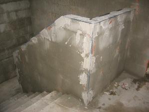 orožkovaná zeď schodiště