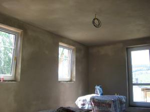 zaštukovaný obývací pokoj