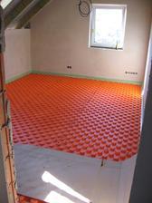 zahájení prací na pokládce podlahového topení (vystlaný dětský pokoj)