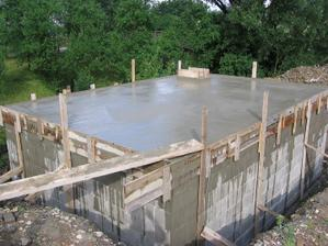 hotový beton - teď ještě 5 hodin nechat potvrdnout ....