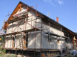 hotová první vrstva na dvou stranách domečku