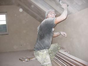 zatím vítěz na nejhnusnější prácu na stavbě - broušení sádrokartonu (ano ten sněhulák jsem já)