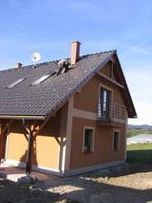 poslední ozdoba střechy domečku - komínové schůdky