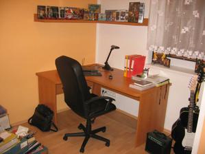 sice to vypadá jak pokoj puberťáka, ale není tomu tak - moje vysněná pracovna se už začíná vybavovat - vestavěné skříně s velkou knihovnu se už vyrábějí