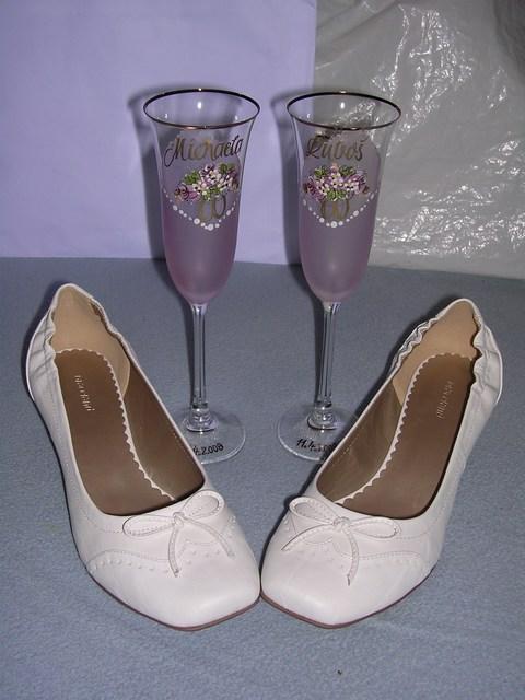 Čo už máme vybavené - Moje papučkovité topánočky a naše poháre