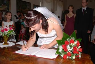 Podpis nevěsty...celkem dlouho mi trvalo, než jsem našla, kam že se to mám zvěčnit.