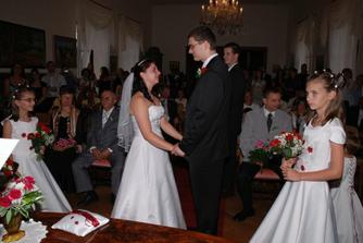 Manželský slib. Nevěsta plakala apak byla rudá a ubulená...prostě romantika:-)