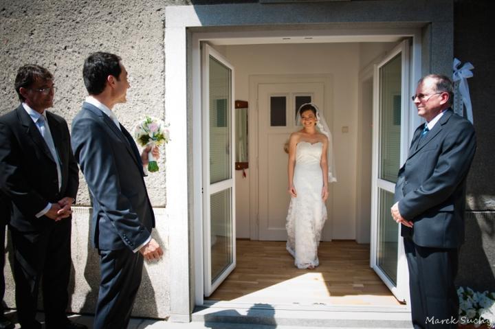 Pani manžel{{_AND_}}Pán manželka - ale až teraz prichádza nevesta :)