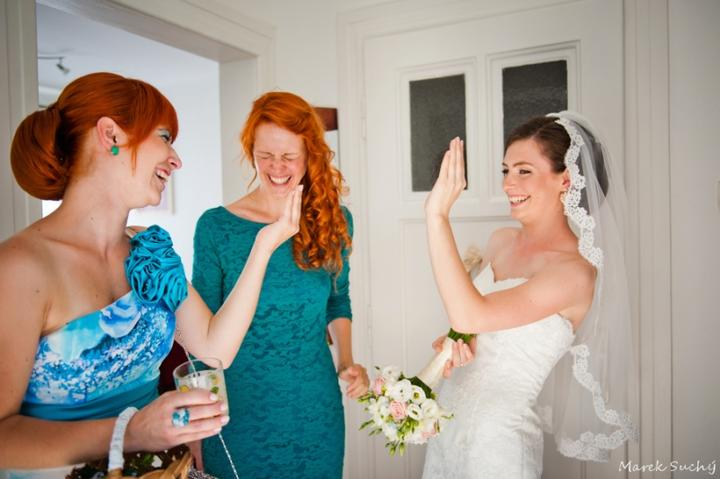 Pani manžel{{_AND_}}Pán manželka - nácvik kývania zo svadobného vozidla :D