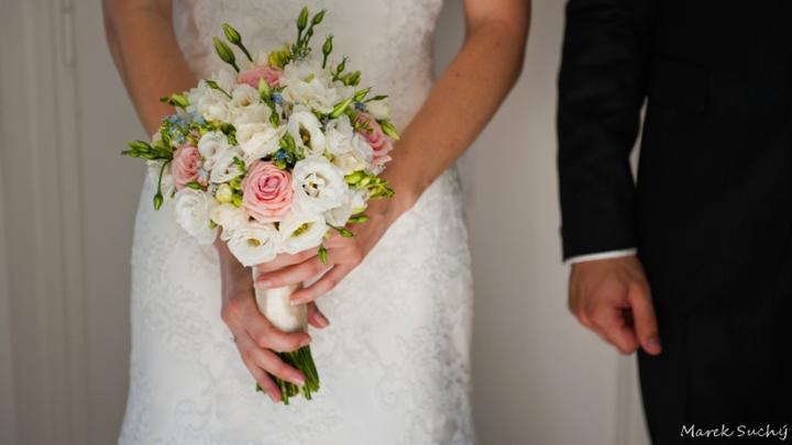 Pani manžel{{_AND_}}Pán manželka - keď som uvidela tú kytičku, skoro som sa rozplakala! boli v nej ozajstné nezábudky, presne ako som chcela..