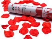vystřelovací konfety - červené okvětní plátky,