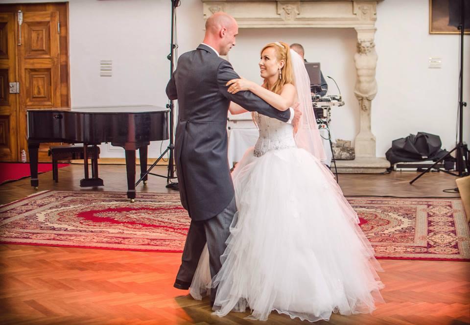 Janka{{_AND_}}Maťko - Náš prvý obávaný mladomanželský tanec dopadol na jednotku...tanečnú kurz stál za to :-)