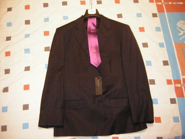 Zaciname... 14.6.2008 - Oblek uz visi doma.