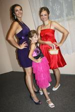 my tri s humenneho :) moje sestricky :)  poza pred redovim