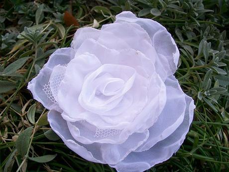 Sněhově bílá růže do vlasů - barva na přání - Obrázek č. 2