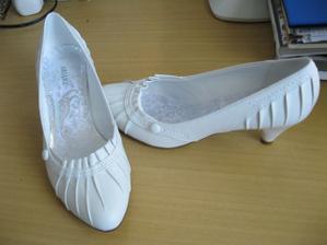Tak botečky Deichman...zdají se pohodlné,ale nejsem zvyklá na podpatky, tak uvidíme, jak dlouho to vydržím