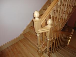 tak a máme už aj nové drevenné schody....