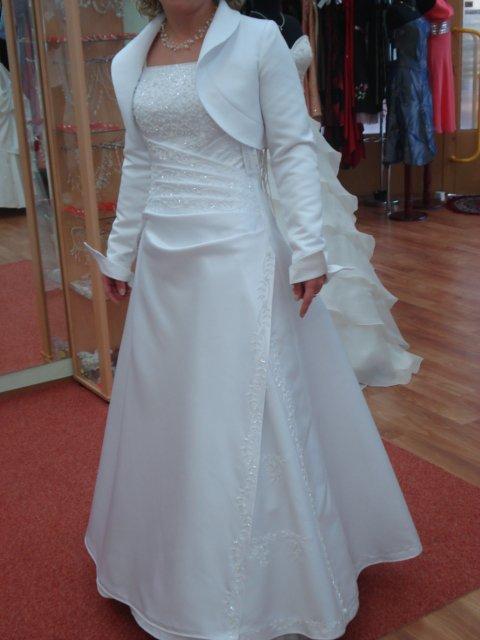 *Daniela+Milan*  príprava -18.10.2008 - druhé skúšané šaty. robili mi široké boky, preto som si ich nevybrala, ale sú tiež krásne