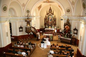 tu sa bude konať obrad-Chynorianský kostol