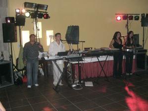 na bratran.svadbe hrala skupina KMEŤO BAND