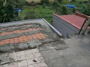 podlaha na balkone, z ktorého bude obývačka