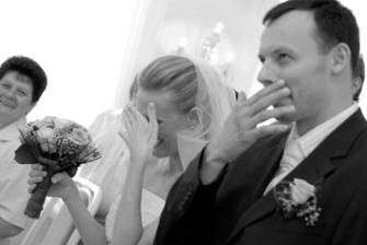 Nedočkavá nevěsta.....Tudíž jsem si následná ano za chvilku zopakovala. Smích nešel zastavit... smíchy mi až tekly slzičky :)