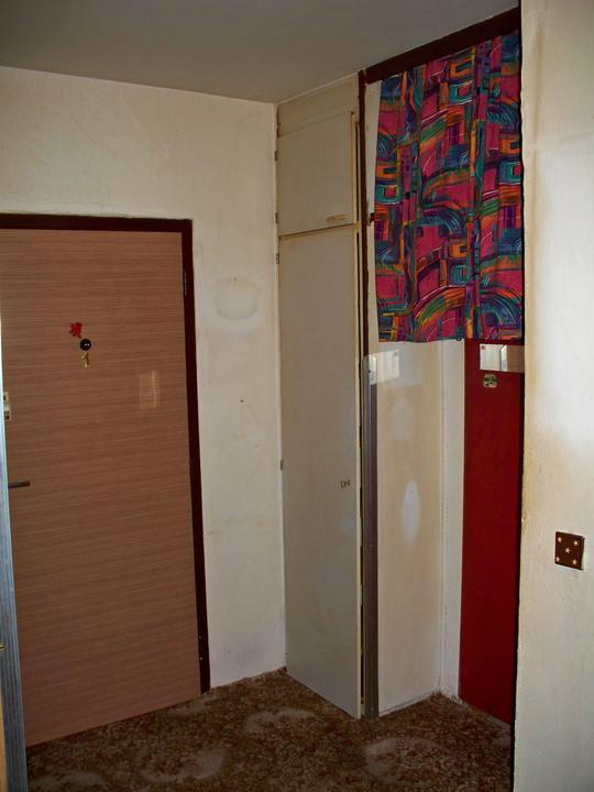 Náš byt-krůček po krůčku - vestavná skřín na chodbě (pujde pryč)