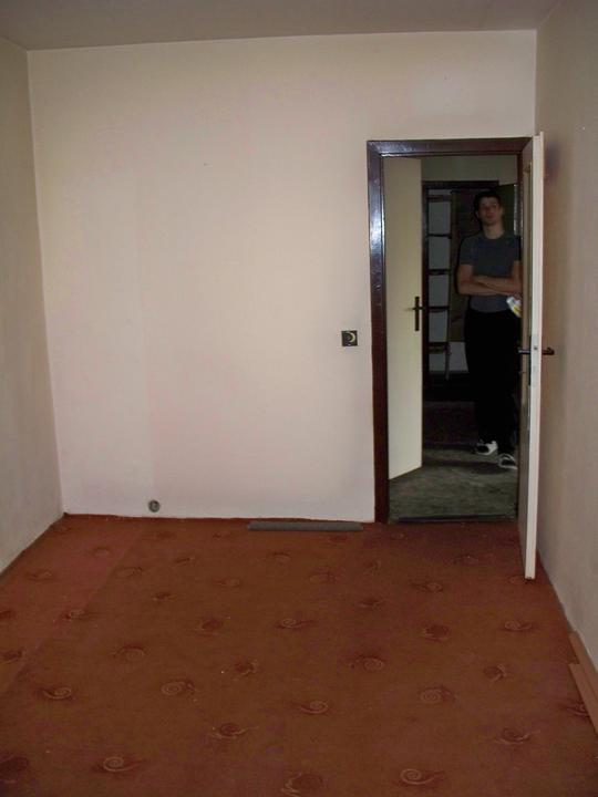 Náš byt-krůček po krůčku - pokojíček pohled od okna