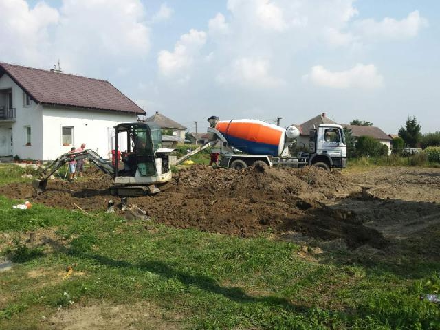 Ako sa sen stáva skutočnosťou - 8.9.2014 - základy domu