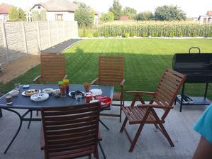 Nie je nič krajšie, ako grilovačka na vlastnej záhrade.
