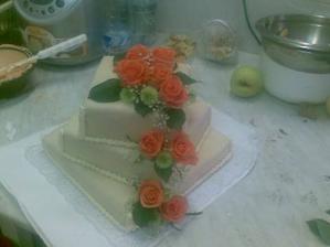 naš dortík jen se žlutýma kyti cukrárna v Rožďalovicích