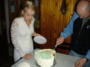 na druhy den krajanie torty