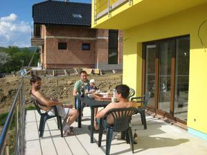 Prvá kávička a pivko na terase :-)