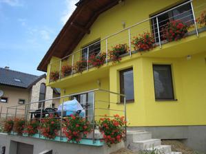 Na terase čoskoro pribudne dlažba a taktiež na balkón...