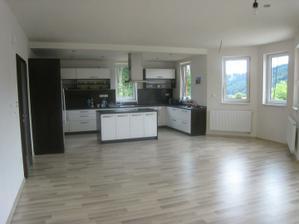 Pohľad z obývačky do kuchyne a jedálne