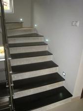 Už i svietime, ale schodisko je ešte nedokončené:-(