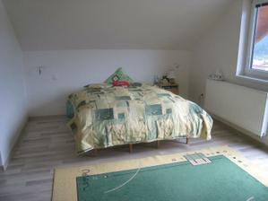 Naša stará a veeeľmi jednoduchá spálňa, šetríme na novú :-)