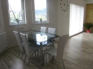 New stôl so stoličkami :-)