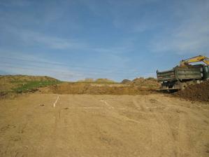 Pohľad z cesty na nákres, dnes je tam už riadny kráter:-)