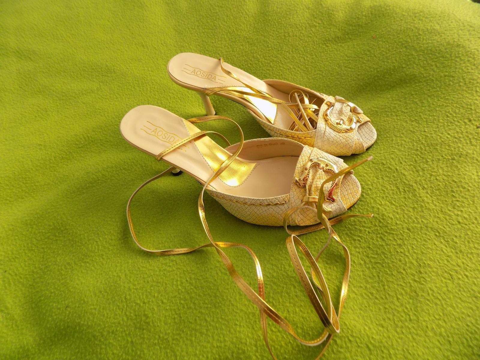 Zlaté new sandálky - Obrázok č. 1