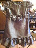 Perleťové šaty na bodky, 104