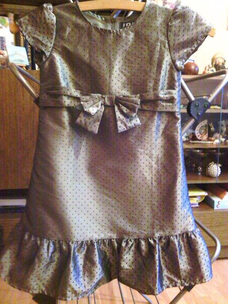 Perleťové šaty na bodky - Obrázok č. 1