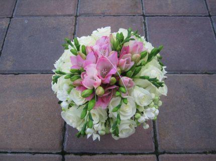 Moja fialova svadba - Kombinácia obľúbených a aj fialkových kvietkov