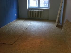 Zdvihnuta podlaha v spalni (Liapor +1 vrstva OSB), na to pojde este druha vrstva OSB a na nu laminat