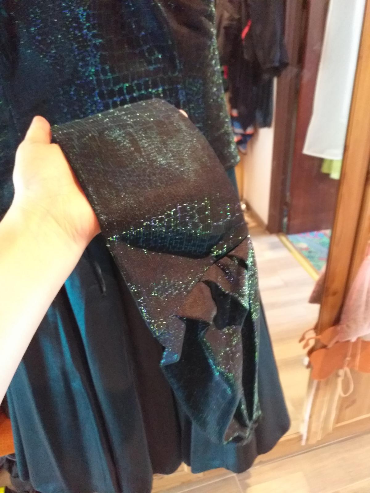 Tmavozelené šaty  - Obrázok č. 3