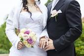 Krajkové svatební šaty s kruhovou spodnicí, 38