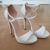 Vysoké biele sandále, 37